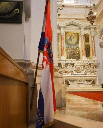 Svadbena zastava s vezenim natpisom