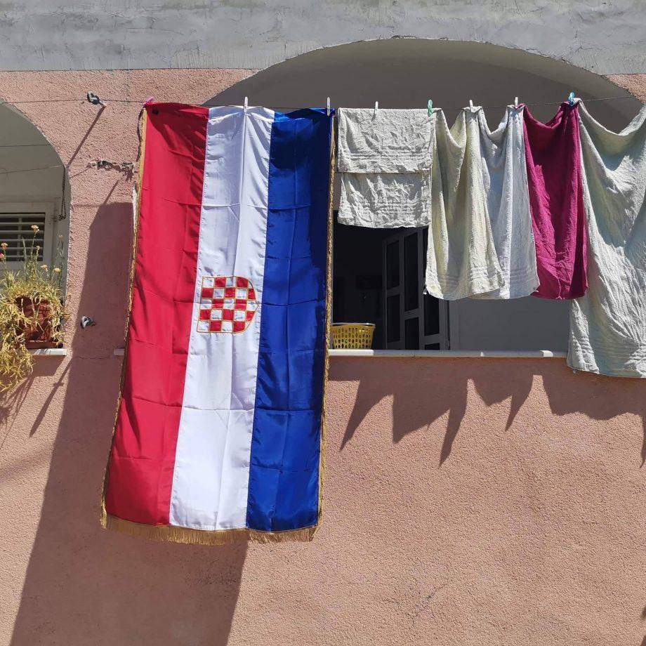 zastava s prvim bijelim poljem